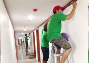 phương pháp vệ sinh tường và trần nhà
